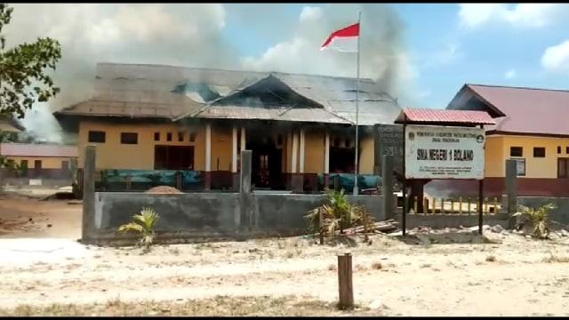 Diduga Akibat Tawuran Antar Pelajar, Sekolah Dibakar