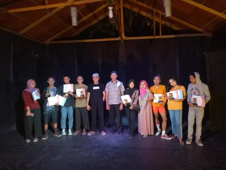 Tiga Mahasiswa Sastra Unisa Terima Penghargaan dari Pemkot Palu
