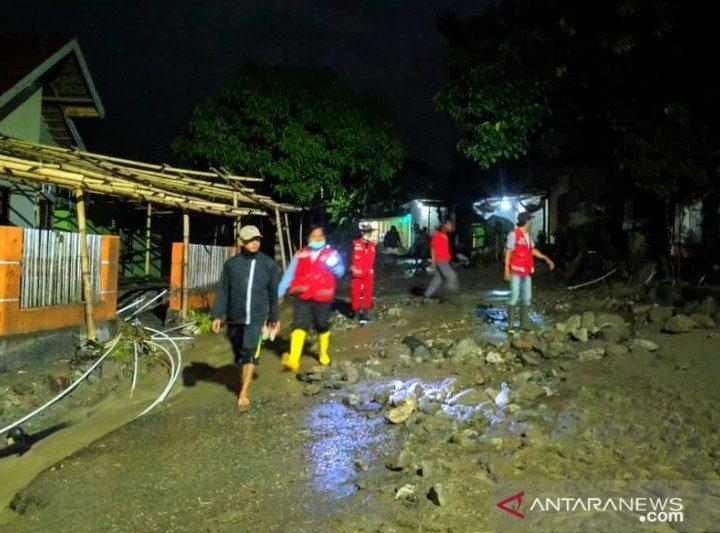 PMI kerahkan personel bantu korban banjir Sigi