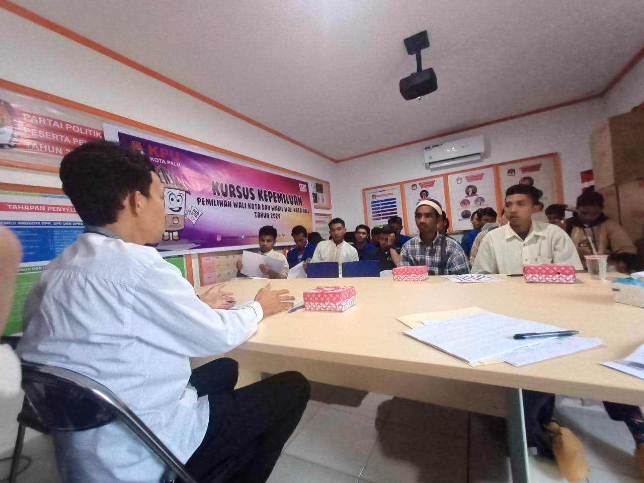 Mahasiswa Unisa Kursus Kepemiluan di KPU Kota Palu