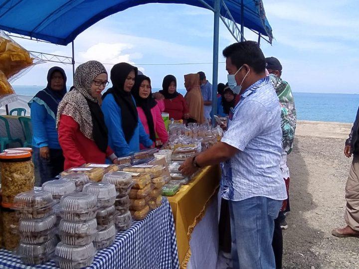 Dihadiri Wakil Bupati Donggala, Wisata Kuliner di Pantai Desa Kaliburu Diserbu Warga