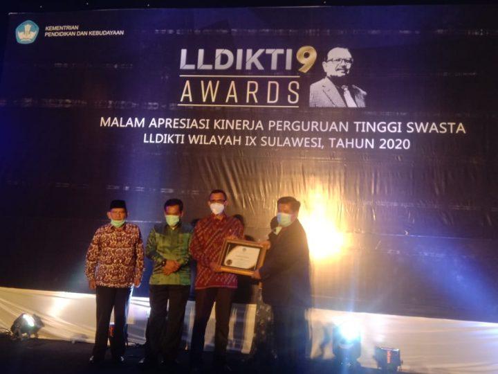 Unisa Palu Sabet Penghargaan PTS Terbaik dengan Kinerja Tertinggi dari LLDIKTI