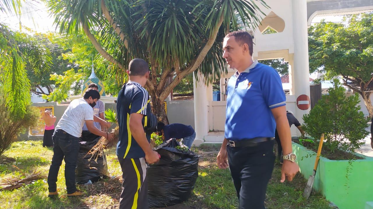 Civitas Akademika Unisa Jumat Bersih di Kompleks Alkhairaat Pusat