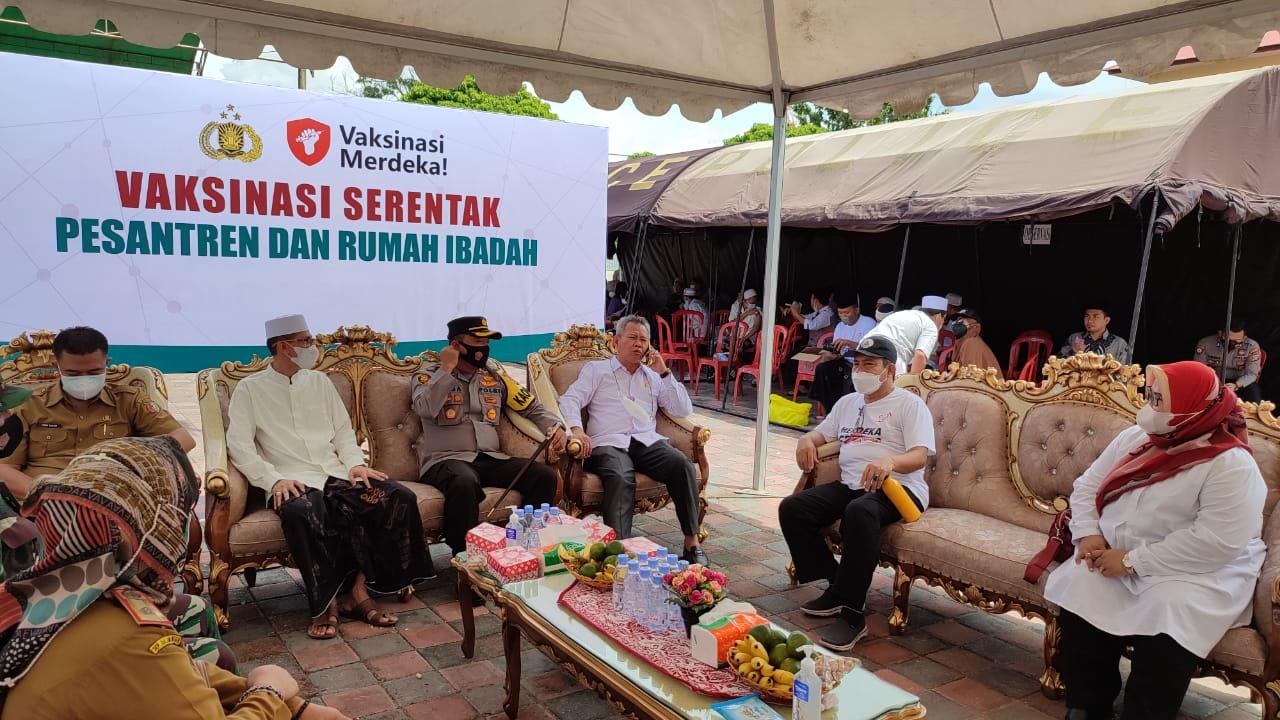 Staf Khusus Presiden Percayakan Ponpes Alkhairaat Madinatul Ilmi Dolo Gelar Vaksinasi Merdeka